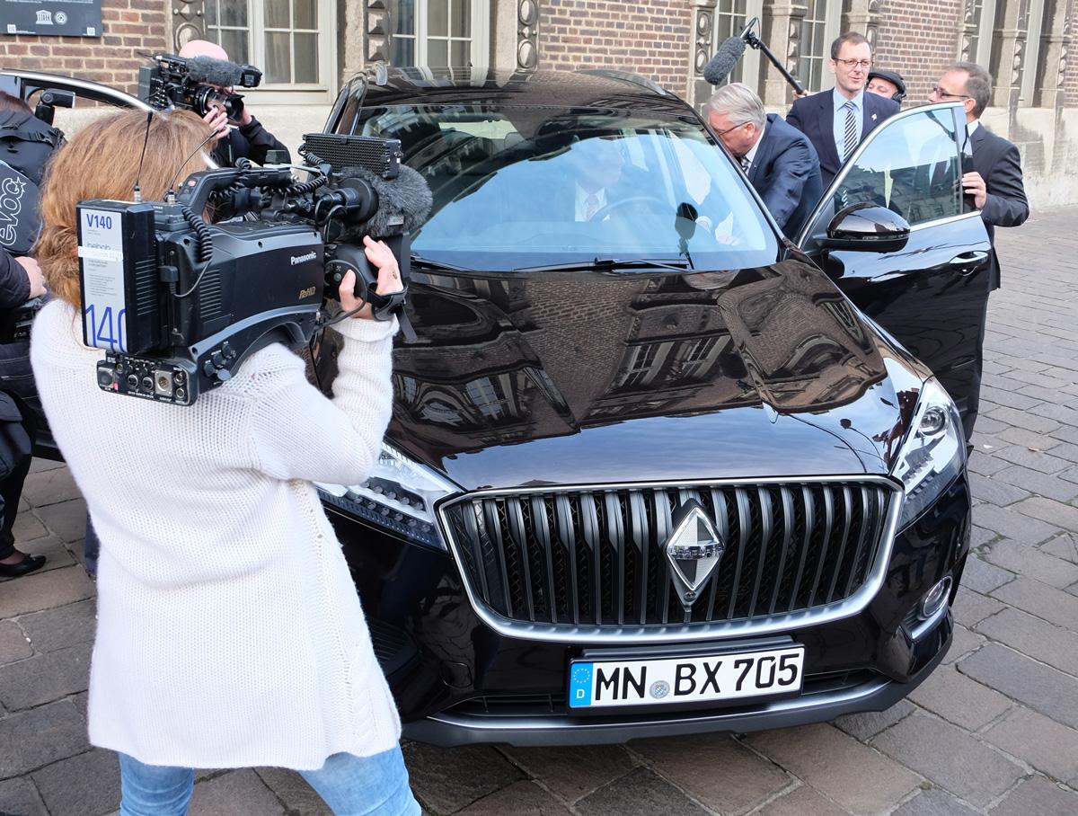 Großes Medieninteresse bei der Präsentation des neuen Borgward Modells BX 7 im Rahmen der Pressekonferenz am 26.10.2016
