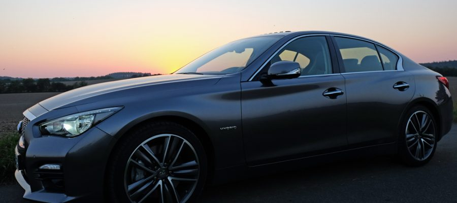 Infiniti Q50 Hybrid - Copyright green car magazine