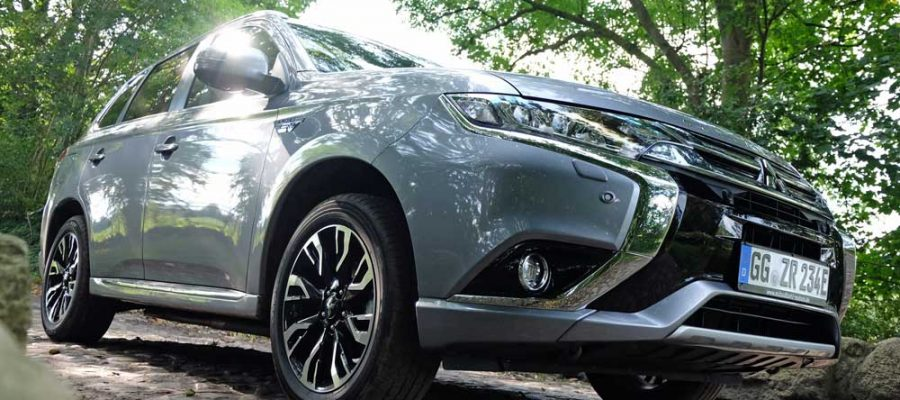 Mitsubishi Outlander PHEV - Copyright green car magazine