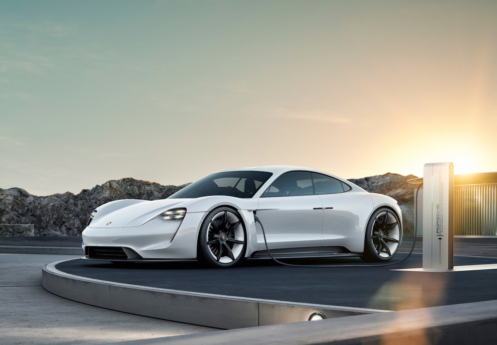Der erste Elektro-Sportler von Porsche heißt Taycan - Copyright Porsche