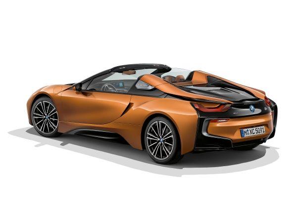 BMW i8 Roadster mit dem neuen Aerodynamik-Paket - Copyright BMW