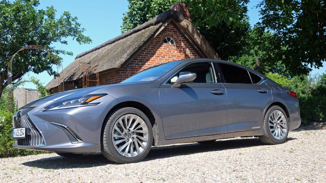 Lexus ES 300h 2020 Test