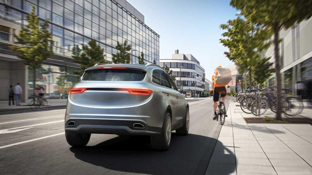Sowohl für die Fahrerassistenz wie automatische Notbremssysteme als auch für das automatisierte Fahren müssen Autos unter anderem alle Objekte in ihrem Umfeld sehen. Foto : Bosch