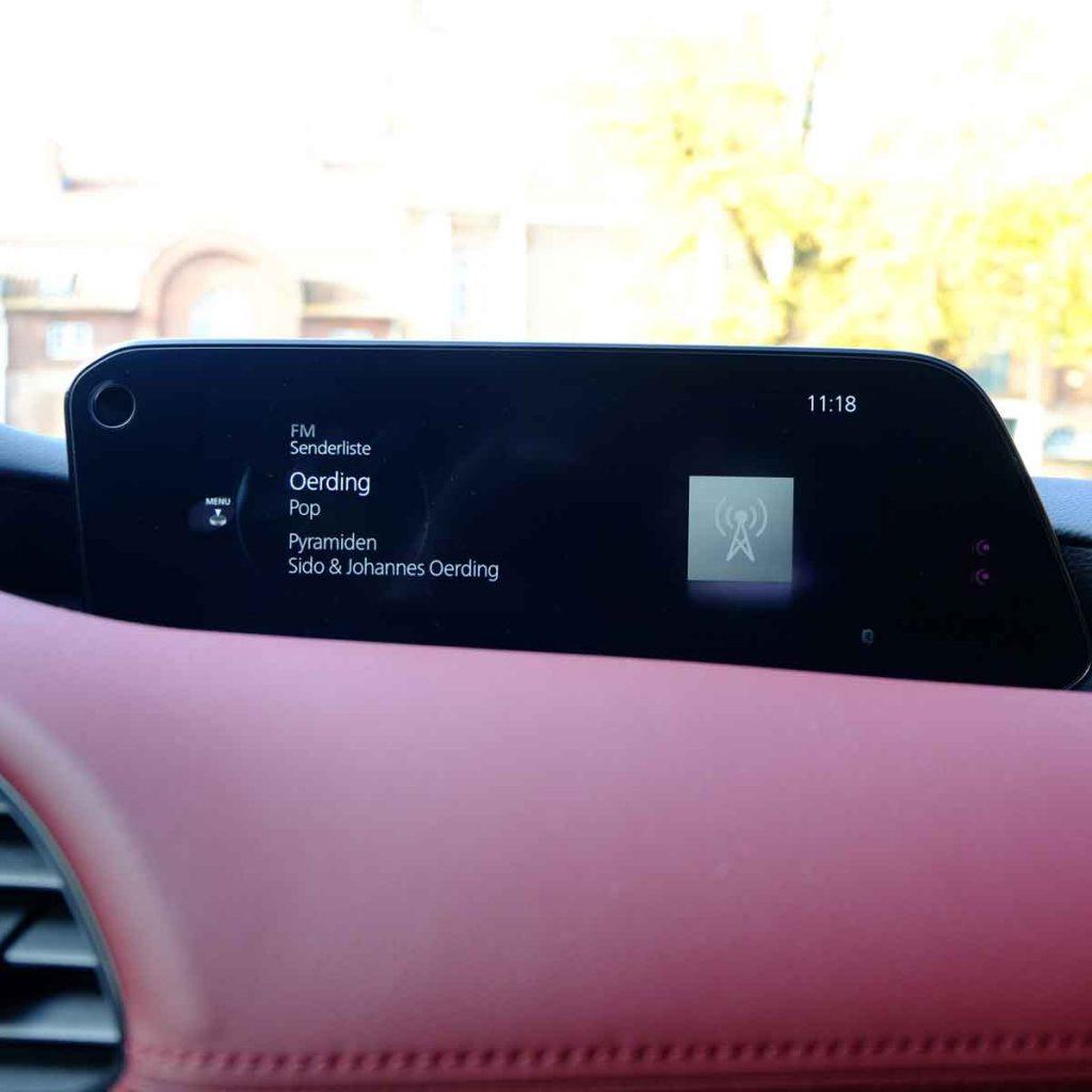 Mazda 3 Skyactiv-X 2.0 Mildhybrid - zentrales Display