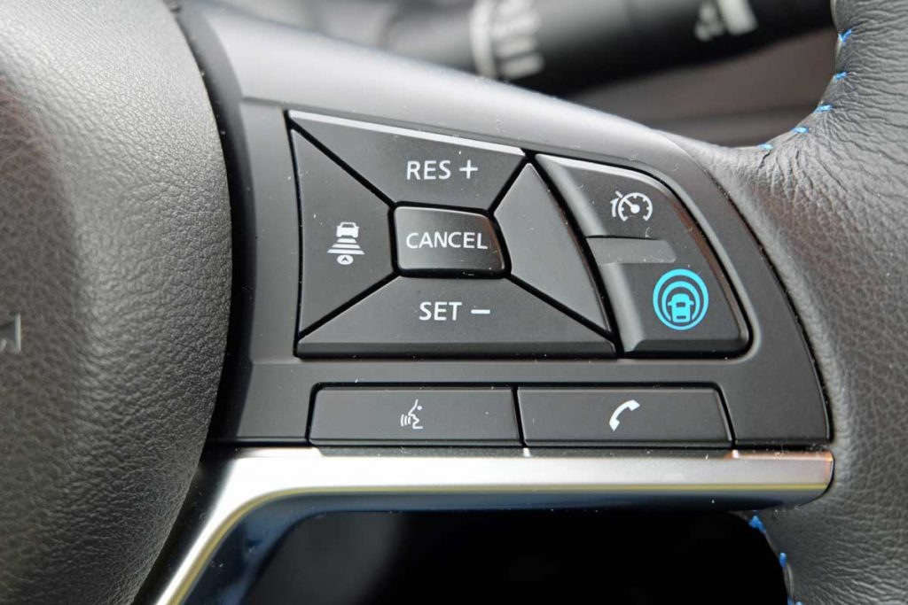 Nissan Leaf - Bedienungseinheit für adaptive Geschwindigkeitsregelung
