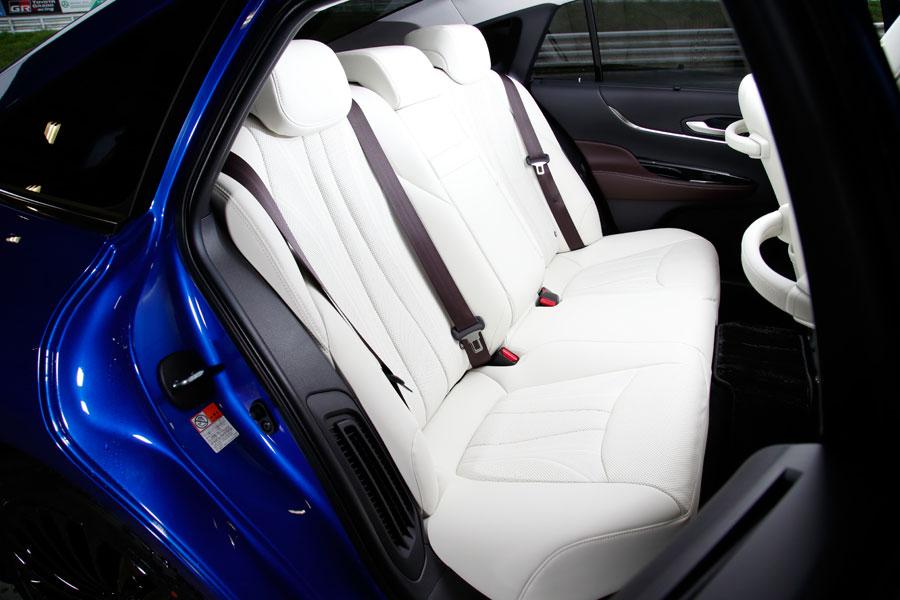 Deutlich mehr Platz auf der Rücksitzbank Mirai II - Copyright Toyota