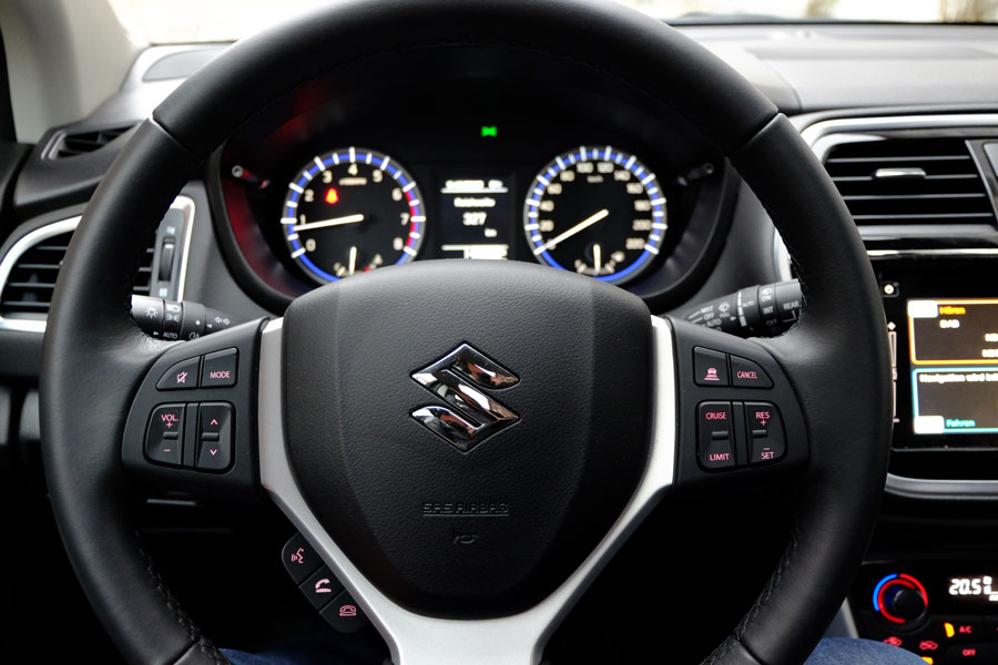 Suzuki SX4-S-Cross  - Multifunktionslenkrad