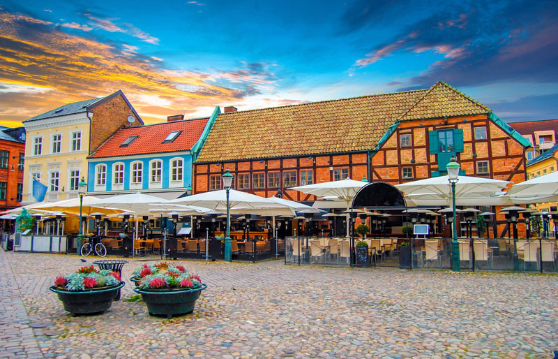 Der kleine Marktplatz – Lilla Torg . Copyright Alexi Tauzin @ fotolia.com
